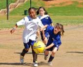 kids_playing_ball